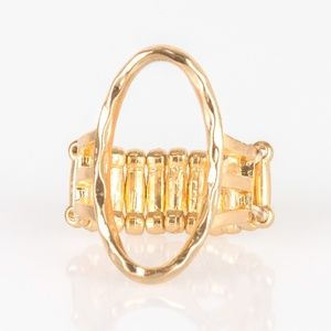 Center Chic - Gold Ring
